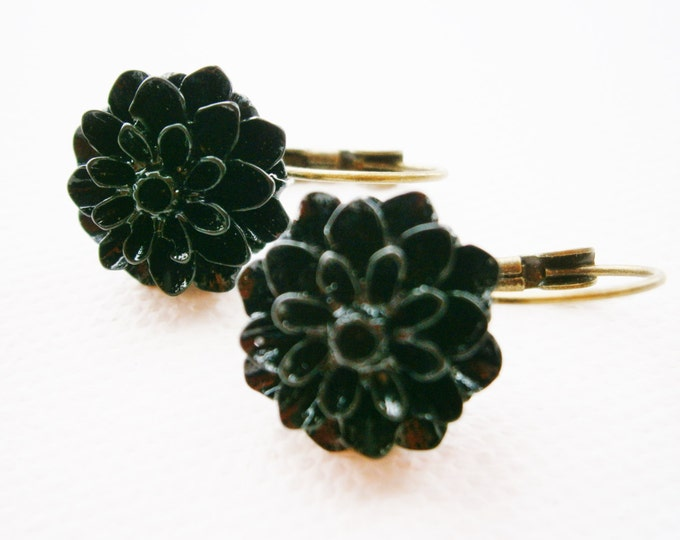 Black 15mm Resin Chrysanthemum Flower's set on Antique Bronze Lever Back Earring Hook's