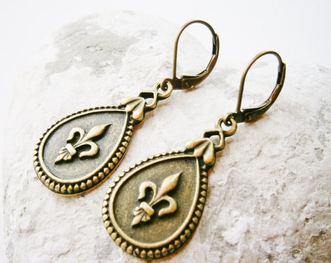 Antique Bronze Fleur de Lis Tear Drop Pendant Dangle Earrings/Boho Earrings/Paris Earrings/Victorian Style Earrings/ Shabby Chic Earrings