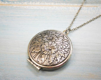 Floral Round Locket Necklace/Antique Silver Photo Locket Necklace/Vintage Style/Shabby Chic Necklace/Boho Chic Necklace/Locket Necklace
