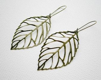 Antique Bronze Filigree Leaf Pendant Dangle Kidney Wire Earrings/Boho Earrings/Nature Earrings/Leaf Earrings/Filigree Earrings.