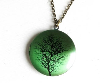 Tree Silhouette Picture Locket Necklace/Antique Bronze Locket with detailed Photo of a Tree Silhouette on a Green Background/Locket Necklace