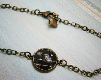 Black & White Arrow Antique Bronze Glass Dome Charm Bracelet/Boho Bracelet/Arrow Bracelet/Woodland Jewelry/Glass Dome Jewellery/Boho Jewelry