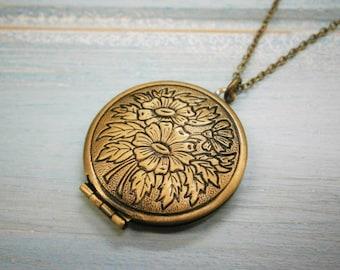 Floral Round Locket Necklace/Antique Bronze Photo Locket Necklace/Vintage Style/Shabby Chic Necklace/Boho Chic Necklace/Locket Necklace