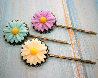 Daisy Set of 3 Bobby Pins/Flower Hair Clips/Antique Bronze Hair Clips 50mm long with Resin Daisy Flowers/Hair Accessories/Rustic Wedding