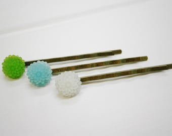 Frosted Dahlia's - Set of 3 Antique Bronze Hairclips 50mm long with 10mm Resin Dahlia Flowers in Shades of Green & Blue/Hair Accessoires