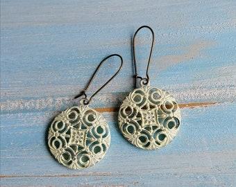 Antique White/Cream Patina Filigree Flower Charm on Antique Bronze Kidney Wire Earring Hooks/Dangle Earrings/Boho Earrings/Filigree Earrings