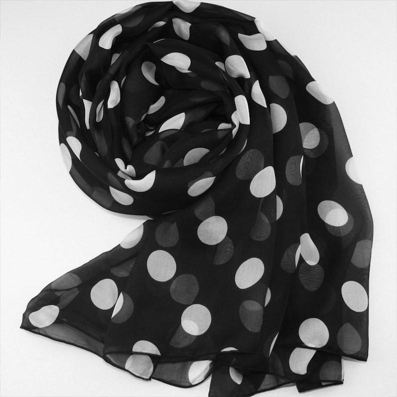 79cfb8606a Foulard en mousseline de soie soie noir avec imprimé gros pois | Etsy