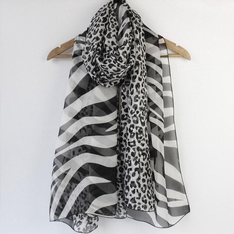 11a0991ffe9 Animaux foulard en soie imprimé léopard et zèbre imprimé