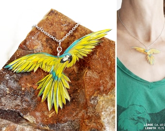 ara chain with a flying parrot pendant, bird jewellery with yellow ara, macaw chain