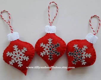 Red & White Felt Snowflake Christmas Ornaments/Decorations. Scandinavian Style Snowflake Ornaments/Decorations. Scandi Style Christmas.