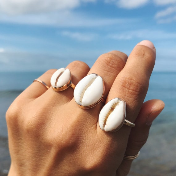 classic gold cowrie shell ring, size 6