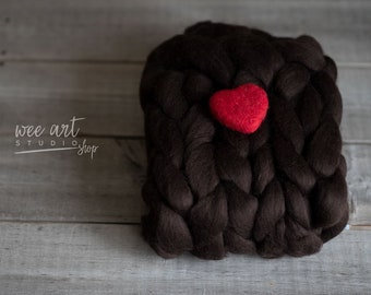 Bump brown blanket and felted heart, 100% merino chunky layer, , merino Newborn Photography Prop, ready to shipping, free shipping in uk