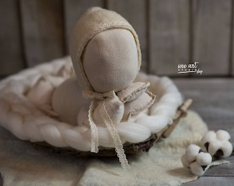 Felted bonnet finished with cotton lace , felted bonnet, newborn hat, photography prop, vintage style bonnet, ready to shipping
