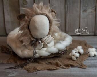 The lion newborn bonnet
