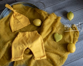 Newborn yellow photo outfit and felted heart , Newborn photo prop, free shipping in uk