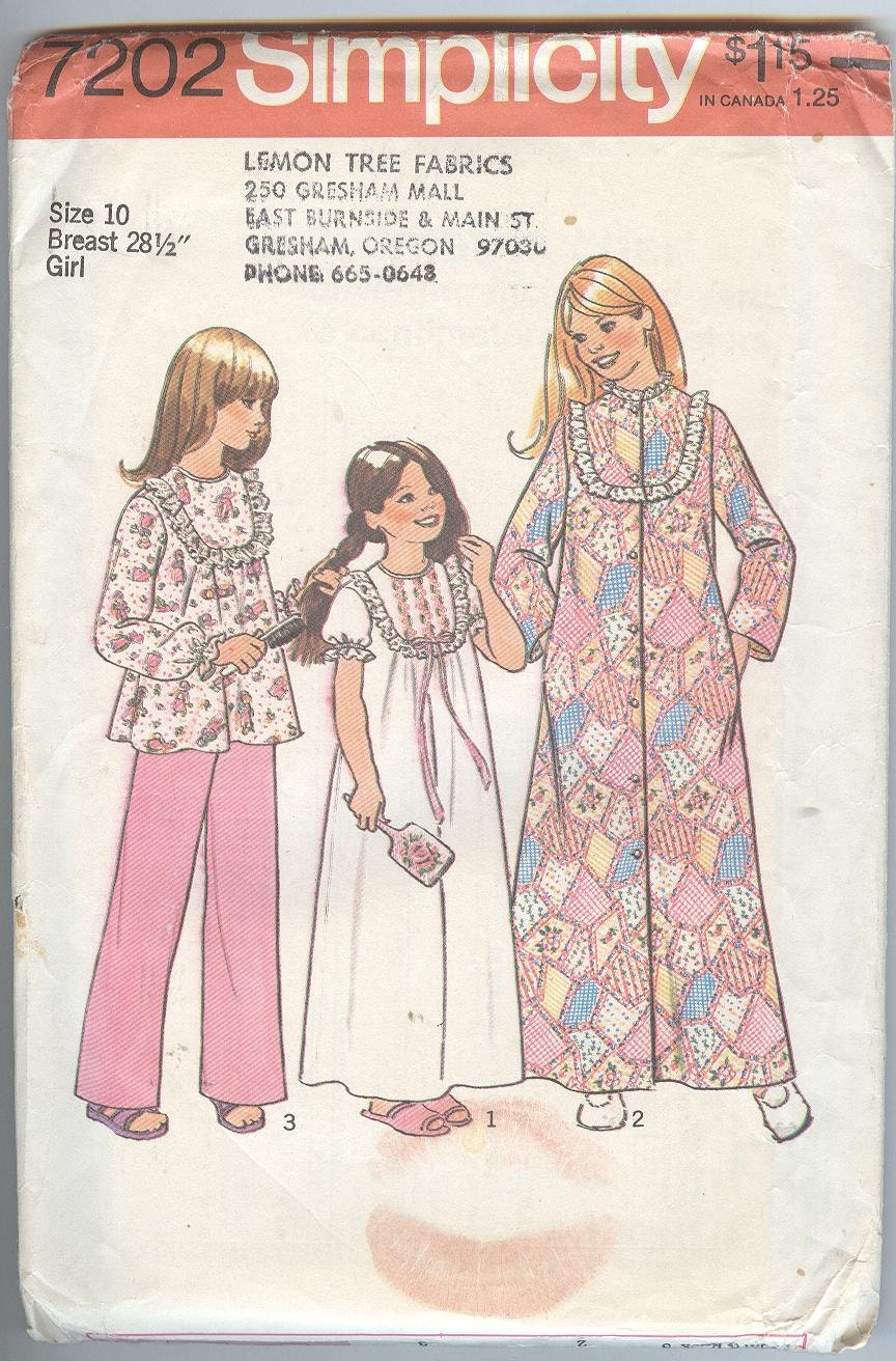Simplicity Sewing Pattern 7202 Pajamas Bathrobe Nightgown  4673d9369
