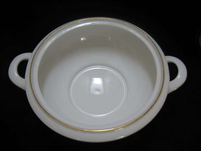 Minton Grandee Vegetable  Bowl with Lid Bone China Made in England