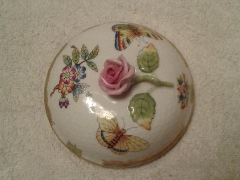 Herend Queen Victoria 6 14\u201d tall Basket Weave Covered Ginger Jar
