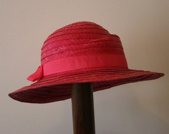 4a4d5e7661d Vintage Adorable 1980s Hot Pink Straw Sun Hat with Grosgrain Ribbon Band 57