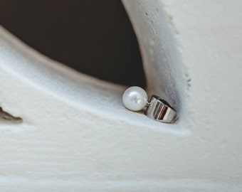 Silver ring with Large white pearl
