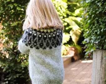 Handknitted Icelandic wool sweater for kids
