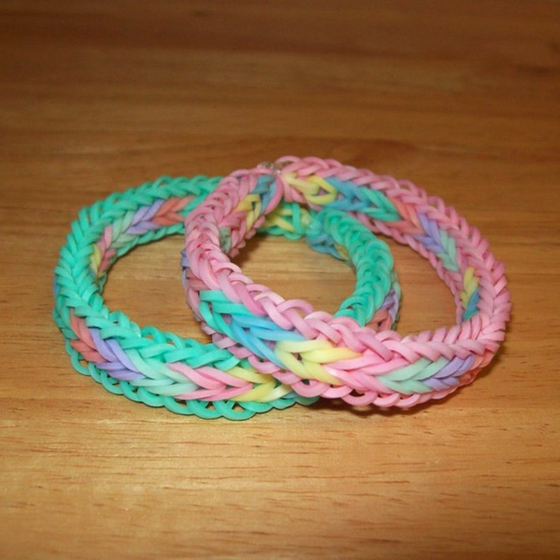 a6c4f775fd3a Rainbow Loom Rubber Band Bracelets Fishtail with Border