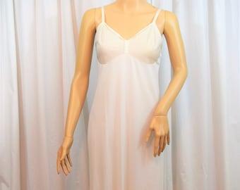 Vintage 1960s Vanity Fair white full slip size 36