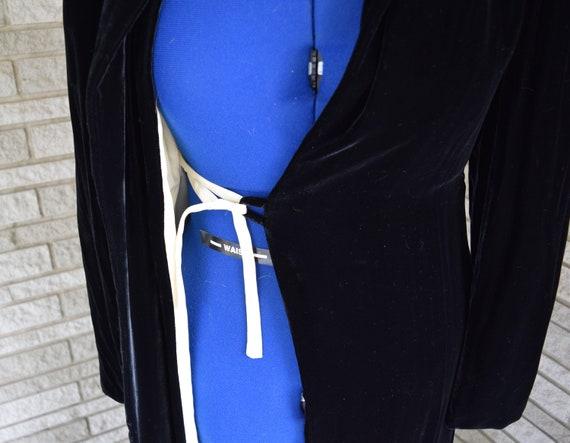 Vintage 1940s black velvet hooded evening coat wi… - image 8