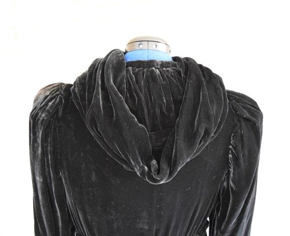 Vintage 1940s black velvet hooded evening coat wi… - image 7