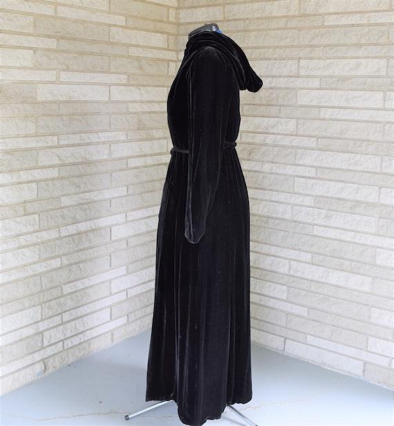 Vintage 1940s black velvet hooded evening coat wi… - image 3