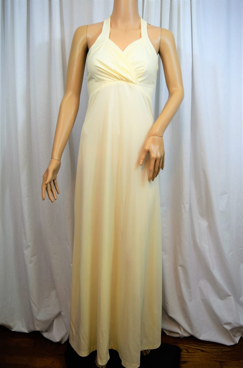 Vintage 1980s off white knit halter formal gown maxi floor length evening dress