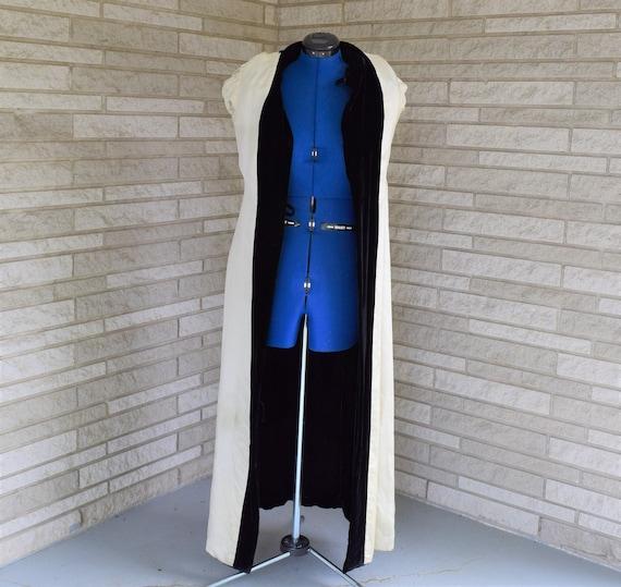 Vintage 1940s black velvet hooded evening coat wi… - image 9