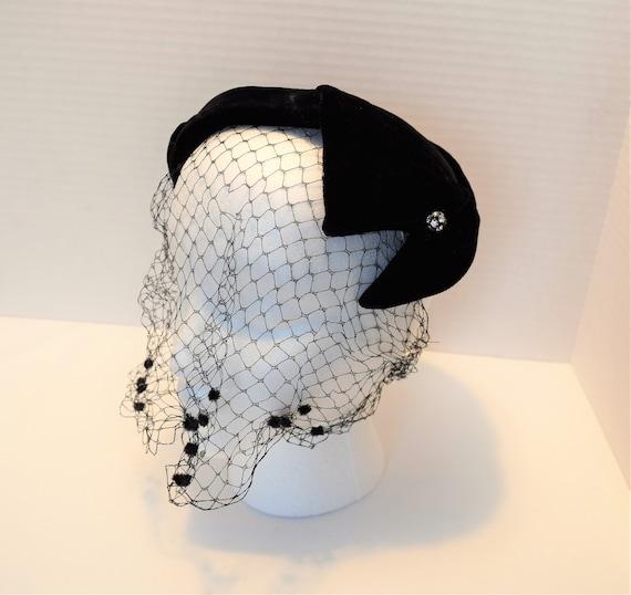 Vintage 1940s 1950s black velvet veiled crown cap