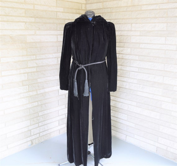 Vintage 1940s black velvet hooded evening coat wit
