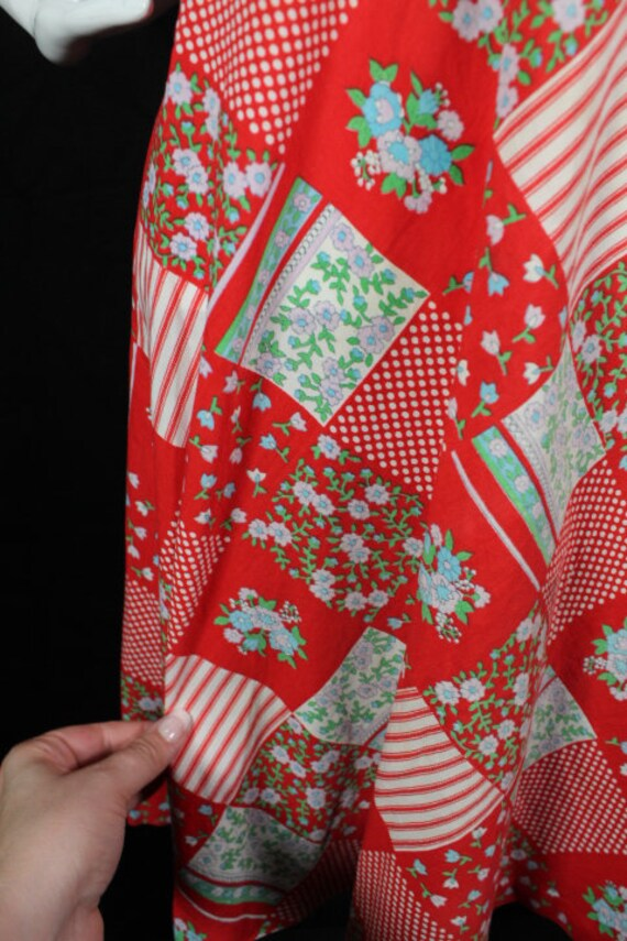 Vintage 1960s Red Patchwork Print Cotton Boho Day… - image 4