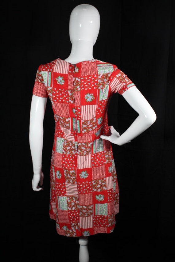 Vintage 1960s Red Patchwork Print Cotton Boho Day… - image 2