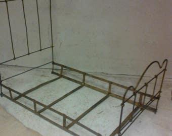 Antique wire bed
