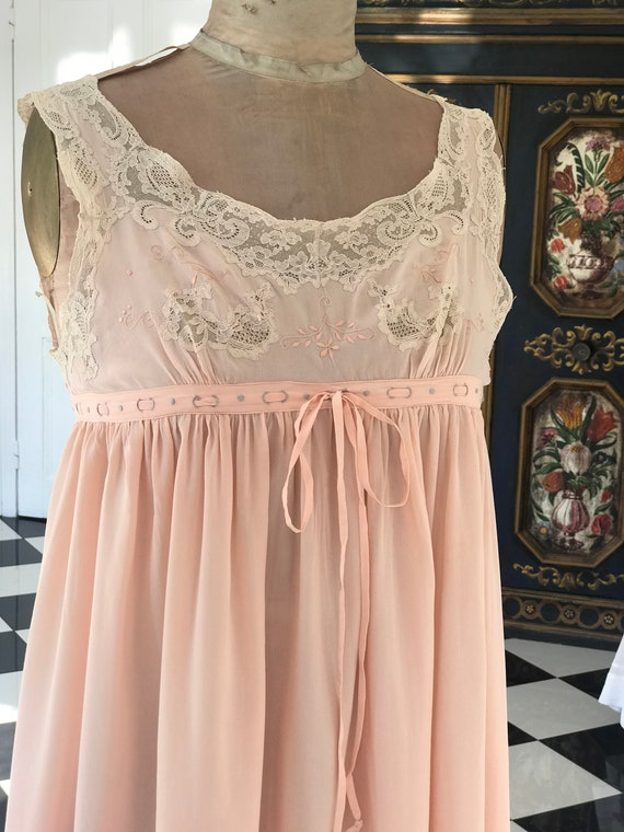 1930s French Pale pink silk and lace slip dress ni