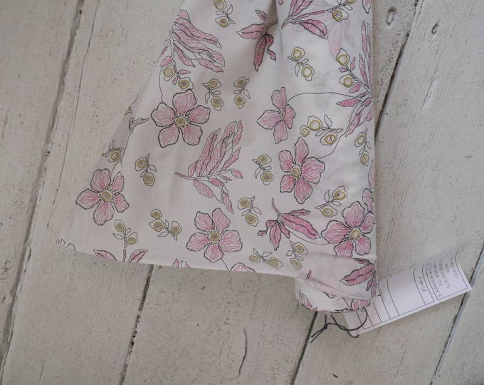 Openwork Floral Lawn in Pink