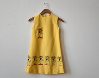 1970s Tent Dress / Linen Tent Dress / Vintage Yellow Dress / Embroidered Cartoon Dress / Kitschy 1970s Dress/ Linen Yellow Dress / Summer
