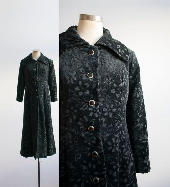 Vintage 1960s Black Tapestry Coat / Vintage Tapest