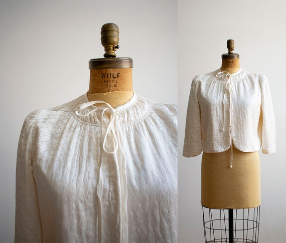 Vintage 1940s Bed Jacket / White Quilted Bed Jacke