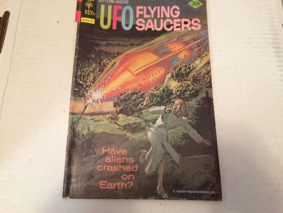 FLYING SAUCERS T-Shirt Womens retro alien invasion ufo ladies comic top