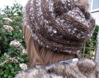 Brown hat with alpaca jobs and fur Pomponnetje