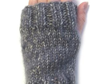 Beginner Mitts Knitting Pattern WM2051