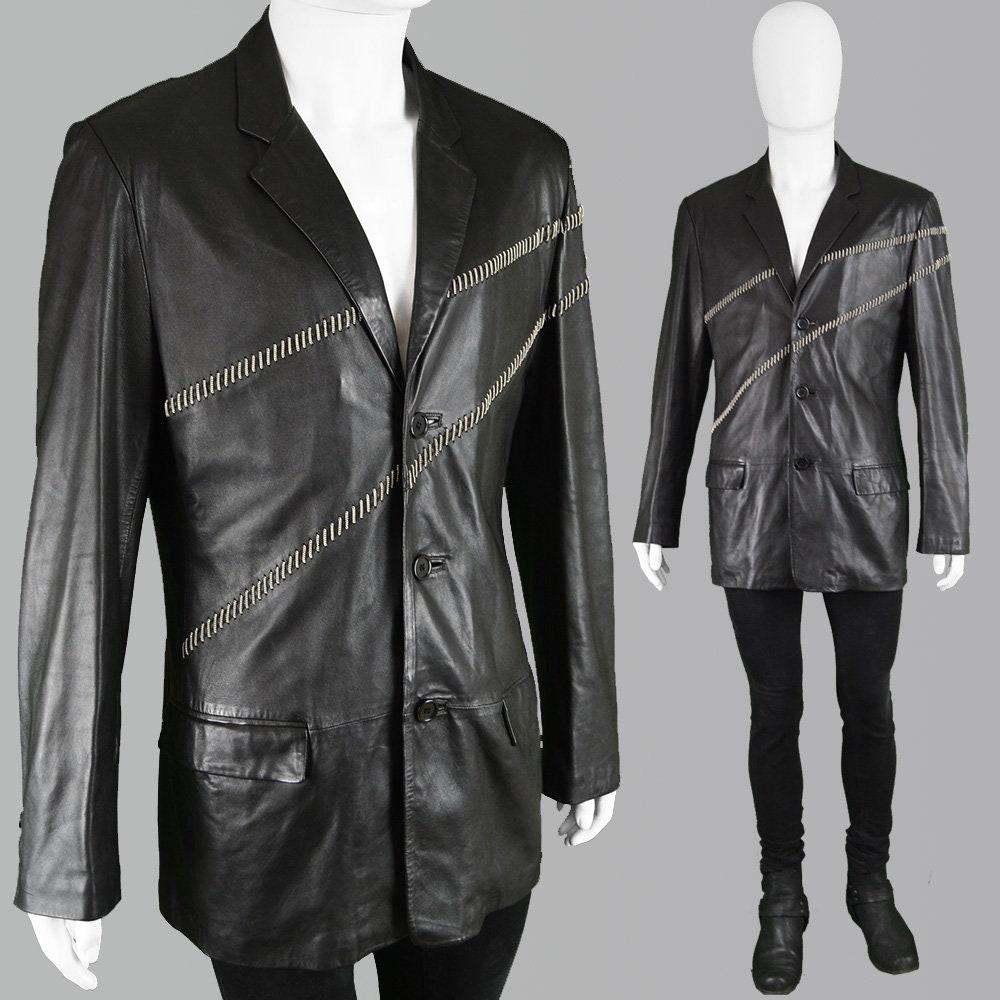 0a7f69c3afe2 Blazer veste en Biker veste Designer en veste cuir vintage des années 90  GIANNI VERSACE Veste. Chaîne en cuir pour homme ...