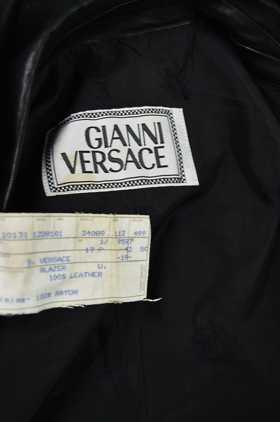 fb5e349e9a1b ... Blazer veste en Biker veste Designer en veste cuir vintage des années  90 GIANNI VERSACE Veste