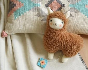 Lama braun Spieluhr Alpaca Taufgeschenk Baby Spielzeug zum Einschlafen Baby-music-box Llama bedtime baptism-gift newborn-gift Petiti Panda