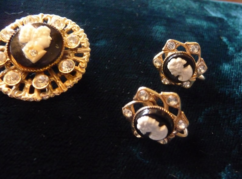 Cameo with Rhinestones Brooch and matching screw-back Earrings