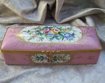 ANTIQUE French Porcelain GLOVE BOX marked on bottom - Decor Main/Pocelaines Des Champs Elysees